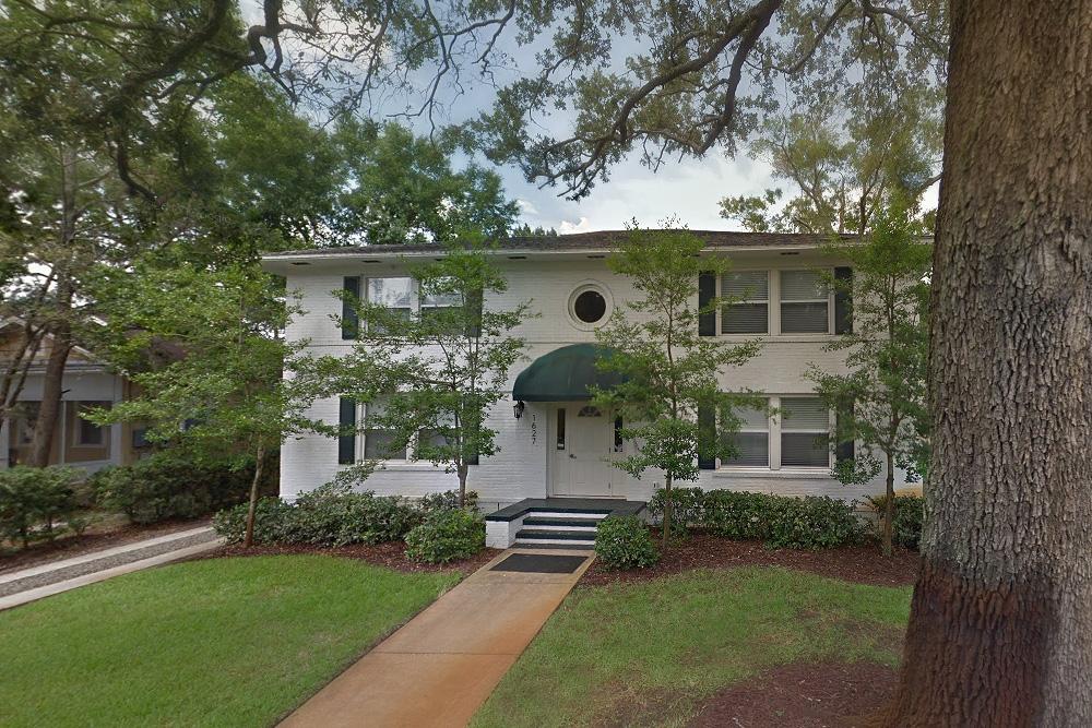 26 Larue Street apartments- oak tree